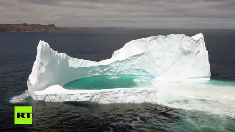 VIDEO: Dron captura impresionantes imágenes aéreas de una 'laguna' en medio de un iceberg