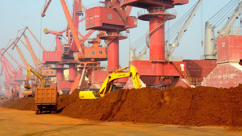 """China """"considera seriamente"""" restringir las exportaciones de tierras raras a EE.UU."""