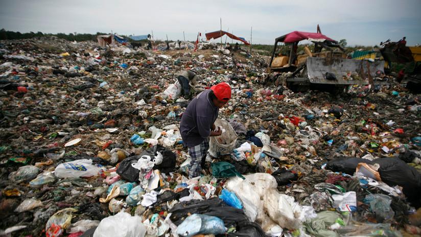 El 'vertedero' de los países desarrollados: Malasia quiere devolver 3.000 toneladas de residuos plásticos a sus 14 países de origen