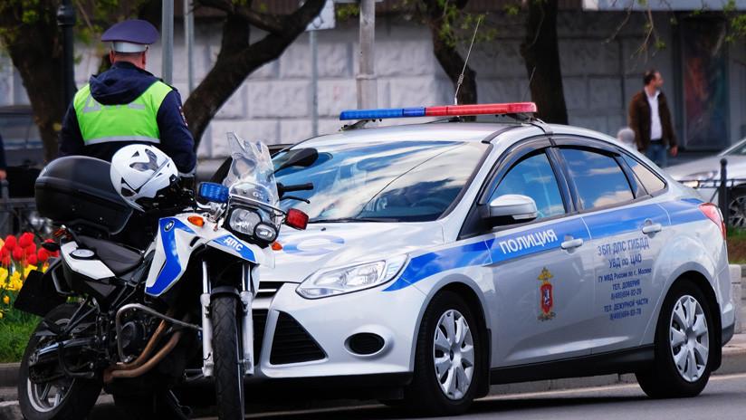 VIDEO: Policía rusa monta un operativo para encontrar un coche robado y resulta que el auto 'escapó' de su dueño