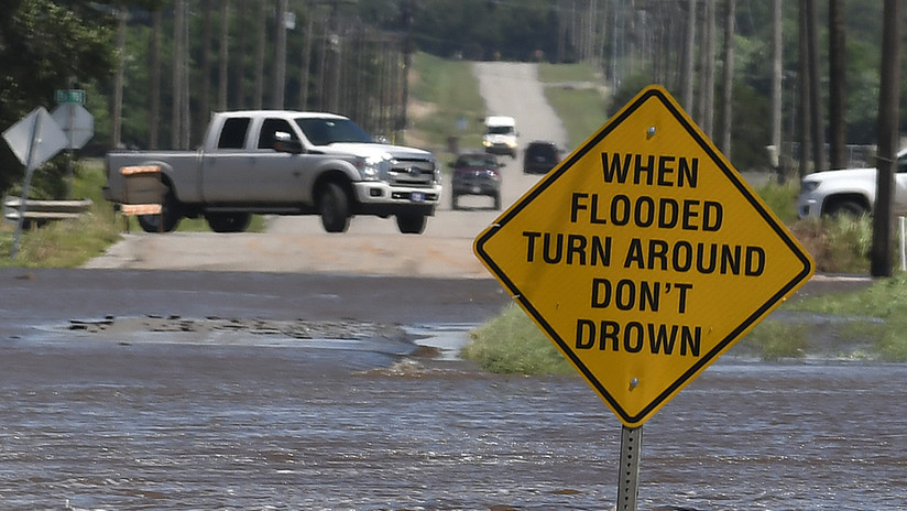 VIDEOS, FOTOS: Calles se convierten en ríos por las intensas lluvias que azotan varios estados de EE.UU.