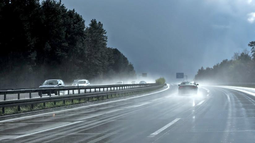 VIDEO: Transmite en vivo cómo persigue una tormenta y acaba grabando su propio accidente de auto