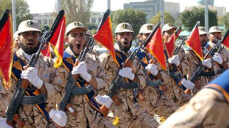 Miembros del Ejército de Irán en un desfile por el aniversario de la guerra con Irak (1980-1988), Teherán, el 22 de septiembre de 2015.
