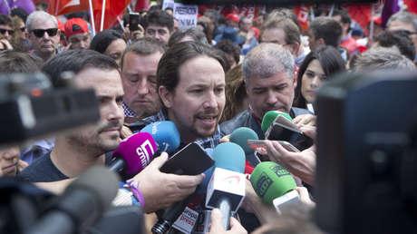 El líder de Podemos, Pablo Iglesias, habla con periodistas en Madrid, España. 01 de mayo de 2019.
