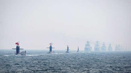 Submarinos y buques de guerra de la Armada China en Qingdao, provincia de Shandong, 2009.