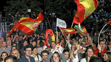 Simpatizantes de VOX esperan los resultados de las elecciones generales en España. Madrid, 28 de abril de 2019.