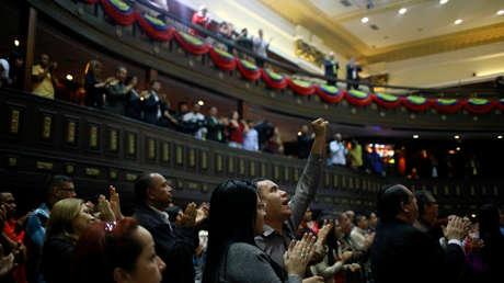 Diputados de la Asamblea Constituyente asisten a una sesión en Caracas, Venezuela, 8 de enero de 2019.