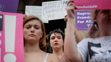 Mujeres protestan en Atlanta contra la ley del estado de Georgia (EE.UU.) que prohíbe los abortos después de 6 semanas de embarazo, el 7 de mayo de 2019.