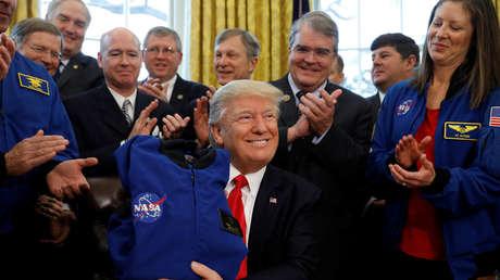 Donald Trump durante una reunión con miembros de la NASA en la Casa Blanca, Washington (EE.UU.), el 21 de marzo de 2017.