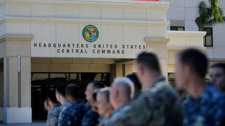 Militares estadounidenses frente a las sedes centrales del Mando Central y del Mando de Operaciones Especiales de EE.UU. durante la visita del presidente Donald Trump a Tampa, Florida, el 6 de febrero de 2017.