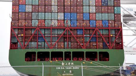 El carguero chino Xin Da Yang Zhou en el puerto de Long Beach, en California, el 4 de abril de 2018