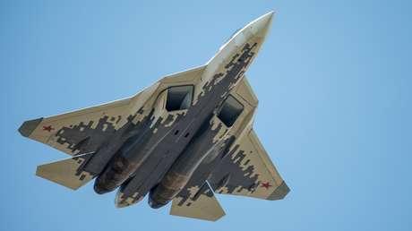 El caza multifuncional ruso Su-57 durante el ensayo de la parte aérea del Desfile por el Día de la Victoria en Moscú, el 4 de mayo de 2018.