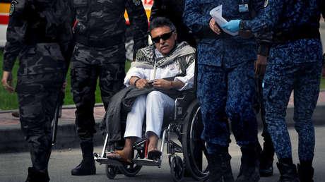 El exlíder de las FARC, 'Jesús Santrich', es escoltado por la Policía tras ser liberado de la cárcel La Picota, el 17 de mayo del 2019.