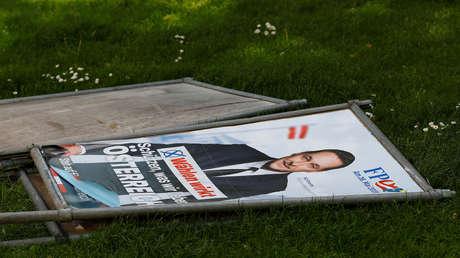 Un cartel que muestra al miembro del Partido de la Libertad de Austria, Heinz-Christian Strache
