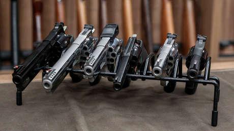 Armas en exhibición en una armería de Sao Paulo, Brasil, el 15 de enero de 2019.