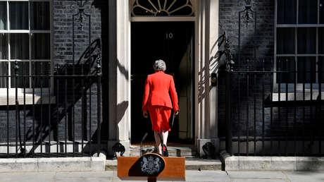 Theresa May tras anunciar su dimisión como primera ministra del Reino Unido, ante el número 10 de Downing Street, Londres, 24 de mayo de 2019.