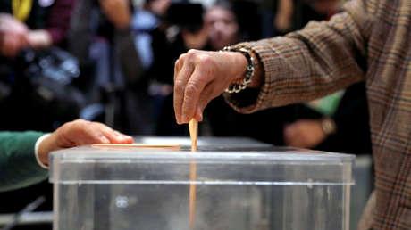 Votación durante las elecciones generales en Pozuelo de Alarcón, Madrid, <strong><a href=