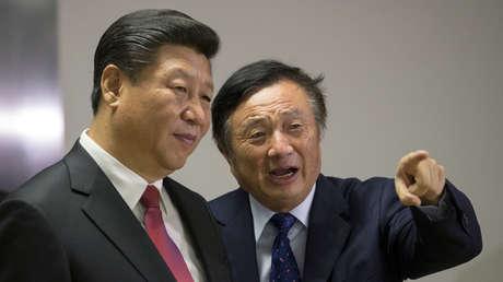 El presidente chino, Xi Jinping, y el fundador de Huawei, Ren Zhengfei.