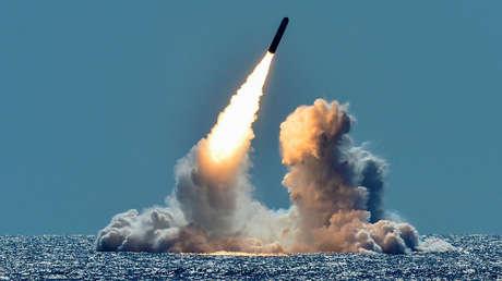 Lanzamiento de un misil Trident II D5 desde un submarino estadounidense en la costa de California, el 26 de marzo de 2018.