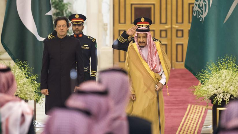 """VIDEO: Critican al primer ministro de Pakistán por su """"insultante"""" comportamiento con el rey de Arabia Saudita"""
