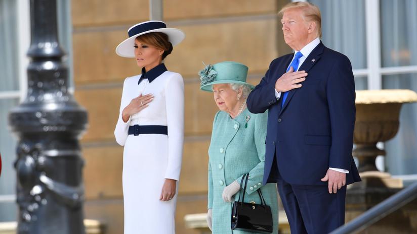 Trump vuelve a romper el protocolo real británico antes de iniciar su visita al Reino Unido