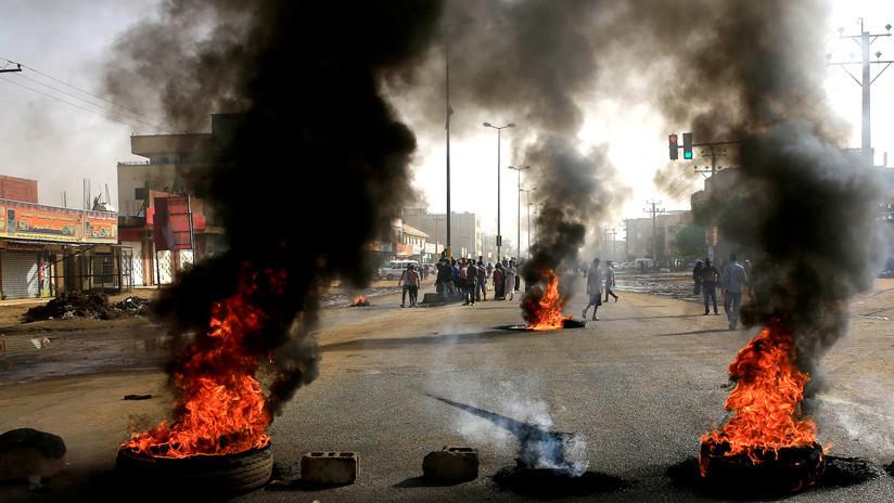 Las fuerzas de seguridad de Sudán atacan a manifestantes violentamente dejando al menos 13 muertos (VIDEO)