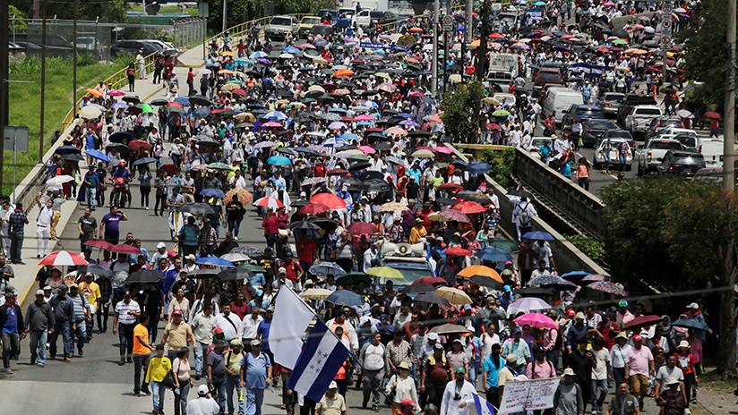 Gobierno hondureño deroga los polémicos decretos que generaron intensas protestas de médicos y maestros