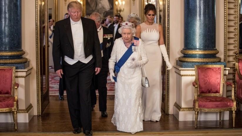 VIDEO: Trump parece romper otra vez el protocolo real británico al tocar a la reina Isabel II