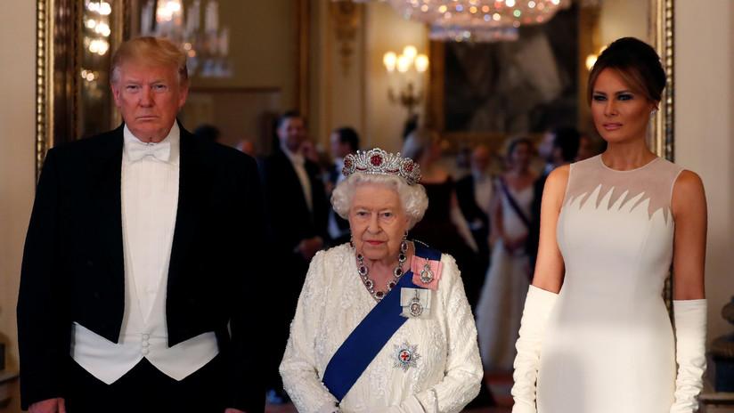 Melania salva a Trump de un momento incómodo por no poder reconocer el regalo que le dio a la reina Isabel II el año pasado