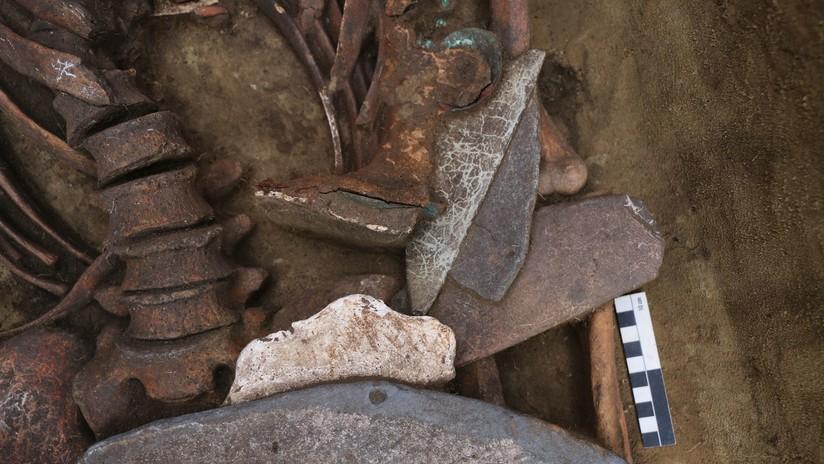 Encuentran en Siberia un 'hombre pájaro' y gafas de bronce de 5.000 años de antigüedad