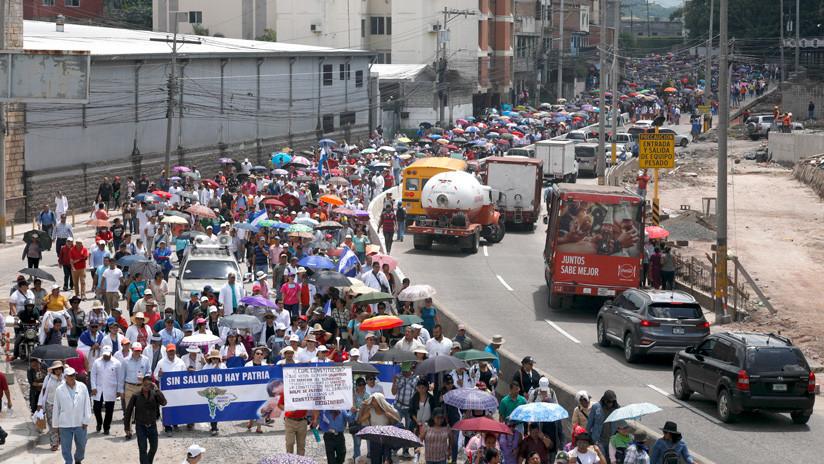 Miles de hondureños mantienen las protestas contra el Gobierno, pese a la derogación de las polémicas reformas