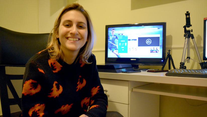 'Pibas jugando al FIFA': dejó su trabajo fijo para fomentar el fútbol 'gamer' femenino en Youtube