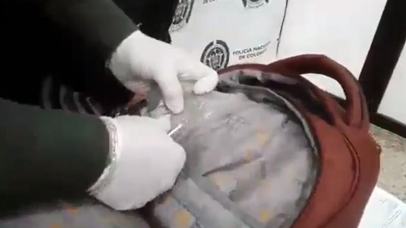 Una pareja discute en el aeropuerto camino a su luna de miel y la Policía descubre cocaína escondida en la maleta