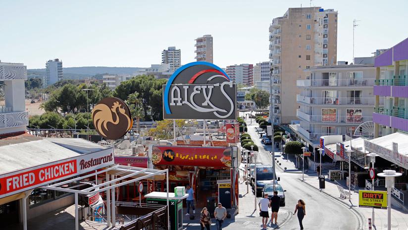 España: Muere un turista británico de 20 años al caer desde el balcón de un hotel en Mallorca