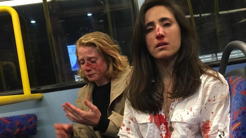 Desconocidos agreden brutalmente en un bus de Londres a una pareja de lesbianas que se negaron a besarse para su