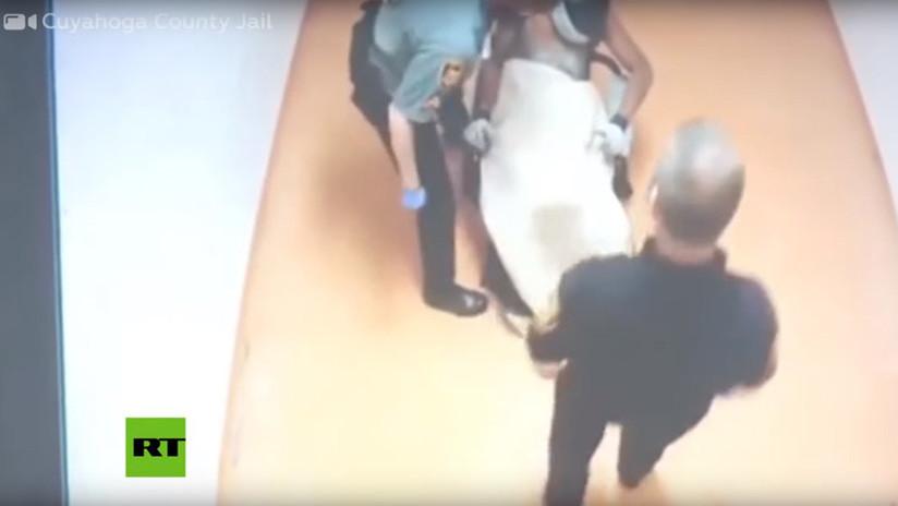 VIDEO: Guardias golpean a un interno con enfermedad mental atado a una silla de ruedas en un penal de EE.UU.