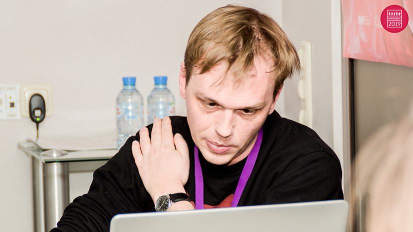 Detienen en Moscú a un reconocido periodista de investigación bajo la acusación de tráfico de drogas y cientos de personas salen en su defensa