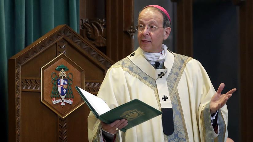 El alto clérigo que investigó a un obispo por malversación y abusos sexuales no comunicó al Vaticano que había recibido dinero del acusado