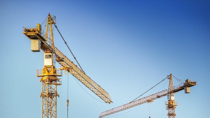Grúa de construcción colapsa sobre edificio de apartamentos en Dallas — ÚLTIMA HORA