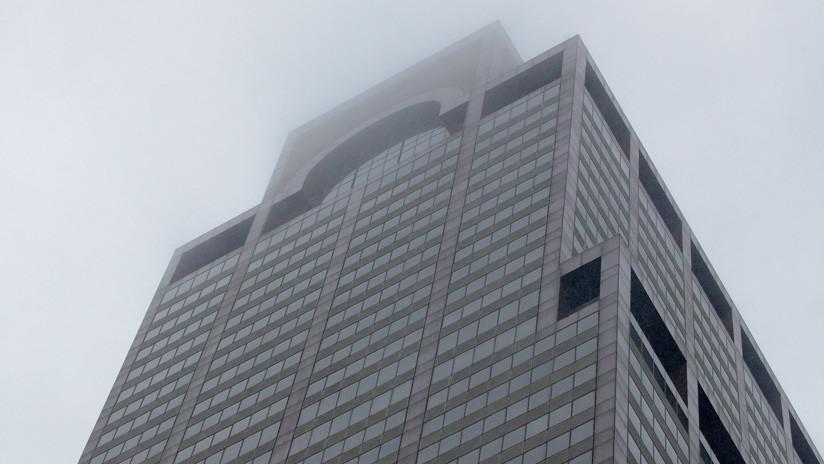 Un helicóptero se estrella contra un edificio de 54 pisos en Nueva York (EN VIVO)