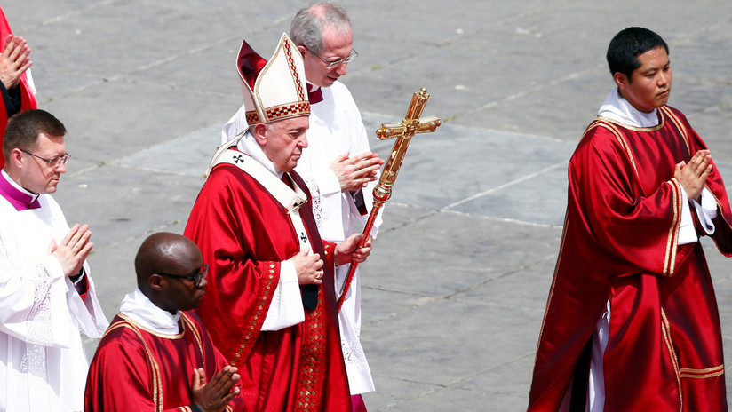 Exembajador del Vaticano acusa al papa de mentir sobre casos de abusos sexuales