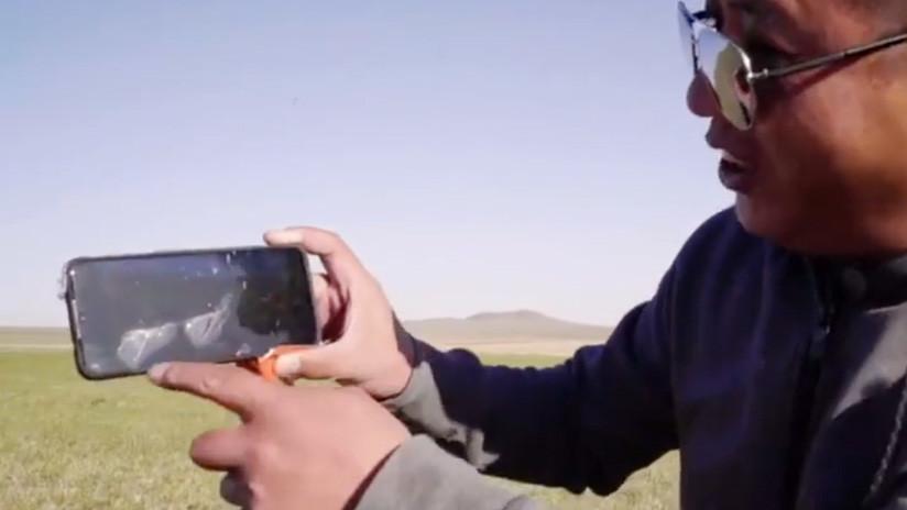 ¡Más 'Vivo' que nunca! Un móvil chino cae desde 31 kilómetros de altura (VIDEO)