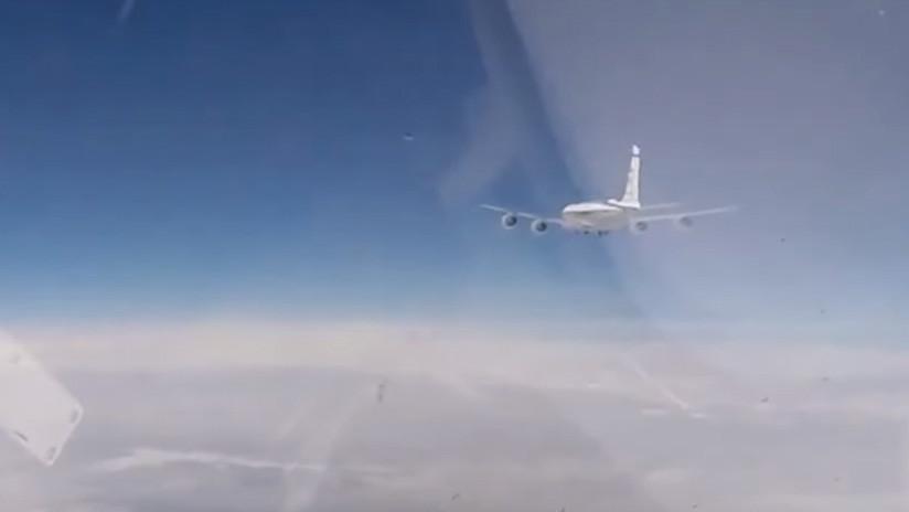 VIDEO: La intercepción de dos aviones espía de EE.UU. y Suecia vista desde la cabina de un caza ruso Su-27