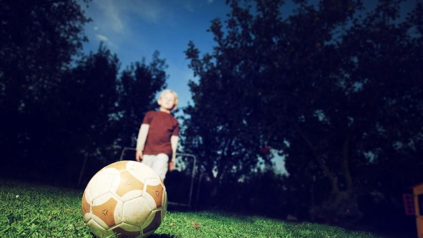 Condenan a 24 años de prisión a un exentrenador de fútbol por abusar sexualmente de sus alumnos en Reino Unido