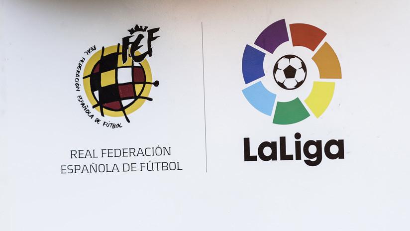 250.000 euros de multa a la Liga española de fútbol por usar el micrófono de los móviles para cazar bares 'piratas'