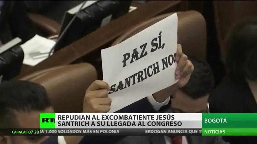 Protestan en el Congreso de Colombia contra la presencia de 'Jesús Santrich'
