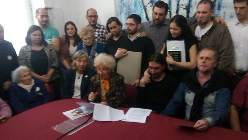 Argentina Abuelas de Plaza de Mayo presentan formalmente al nieto recuperado 130