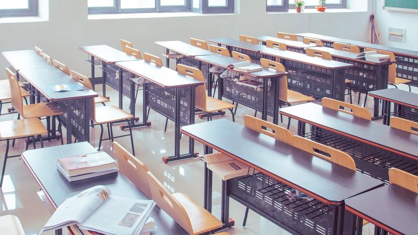 """'Desk Challenge': el nuevo reto viral """"absurdo"""" y peligroso que se expande por los colegios españoles"""