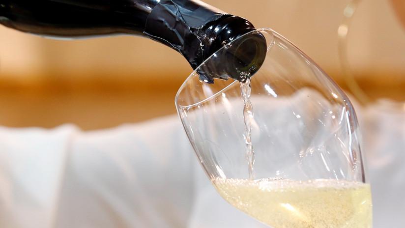 VIDEO: Un catador enseña en televisión cómo abrir un champán y la situación se sale de control