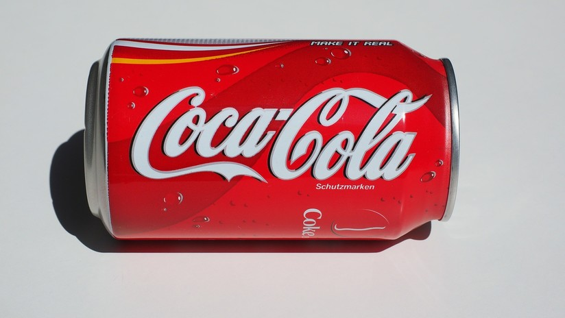 Video viral explica cómo 'convertir' una lata de aluminio en una de plástico transparente